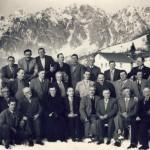 Gruppo con Don Giovanni - sullo sfondo il Monte Messer